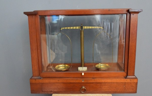 Vintage laboratory Scales in Glass and Mahogany Case